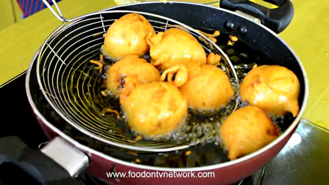 Vada Pav with step by step photos | Indian Vegetarian Cooking Recipe.