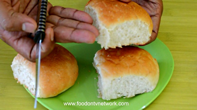 Bombay Street Food style Vada Pav recipe in Hindi | Recipes in Hindi.